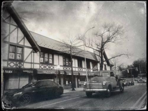 DouglastonParkway